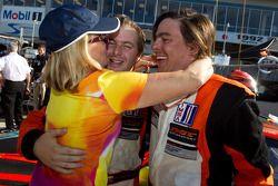 Race winnaar Henrique Cisneros met Eduardo Cisneros en moeder