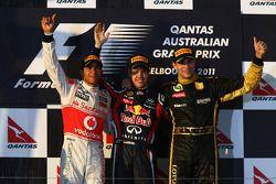 Podio: ganador de la carrera Sebastian Vettel, Red Bull Racing, segundo lugar, Lewis Hamilton, McLar