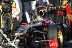 Nick Heidfeld, Lotus Renault GP pit stop