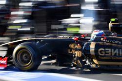Vitaly Petrov, Lotus Renault GP pit stop