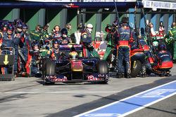 Jaime Alguersuari, Scuderia Toro Rosso pit stop