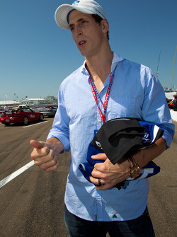 Grand Marshal Vincent Lecavalier, captain of the Tampa Bay Lightning