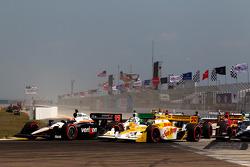 Restart: Will Power, Team Penske and Ryan Hunter-Reay, Andretti Autosport