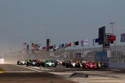 Restart: Dario Franchitti, Target Chip Ganassi Racing leads the field