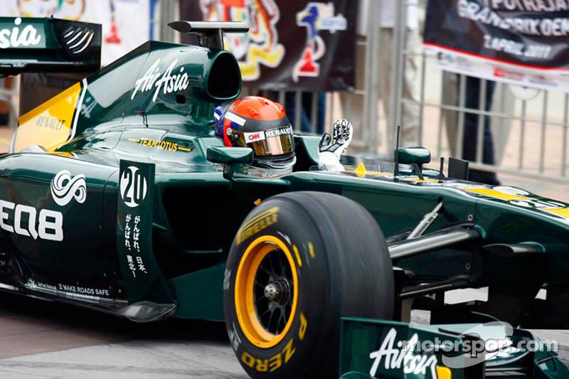 Alexander Rossi, Team Lotus F1 Cari during a street demo