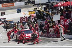 Arrêt aux stands pour Juan Pablo Montoya, Earnhardt Ganassi Racing Chevrolet