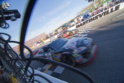 Kevin Harvick, Richard Childress Racing Chevrolet aan de finish