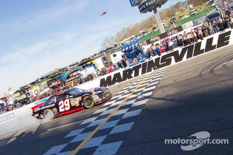 2011, Martinsville 1: Kevin Harvick (Childress-Chevrolet)