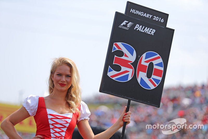 Grid girl, Jolyon Palmer, Renault Sport F1 Team