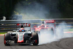 Romain Grosjean, Haas F1 Team VF-16 locks up under braking