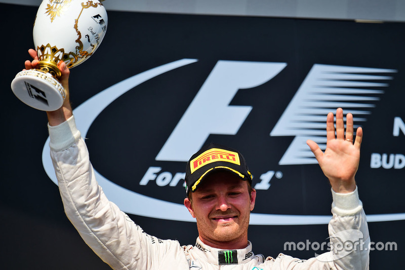 Nico Rosberg, Mercedes AMG F1 celebra su segundo puesto en el podio