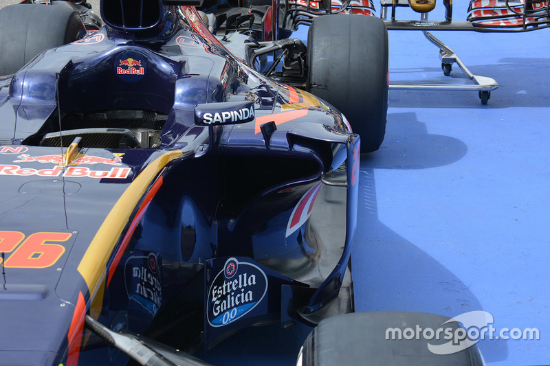 Scuderia Toro Rosso STR11 sidepods detail