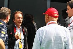 Christian Horner, teambaas Red Bull Racing met Emerson Fittipaldi, Niki Lauda en Toto Wolff, Mercedes AMG F1 teambaas