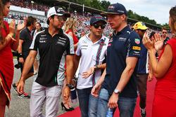 Sergio Pérez, Sahara Force India F1; Felipe Massa, Williams; y Max Verstappen, Red Bull Racing; en el desfile de pilotos