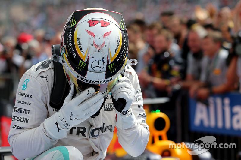 Il vincitore Lewis Hamilton, Mercedes AMG F1 nel parco chiuso