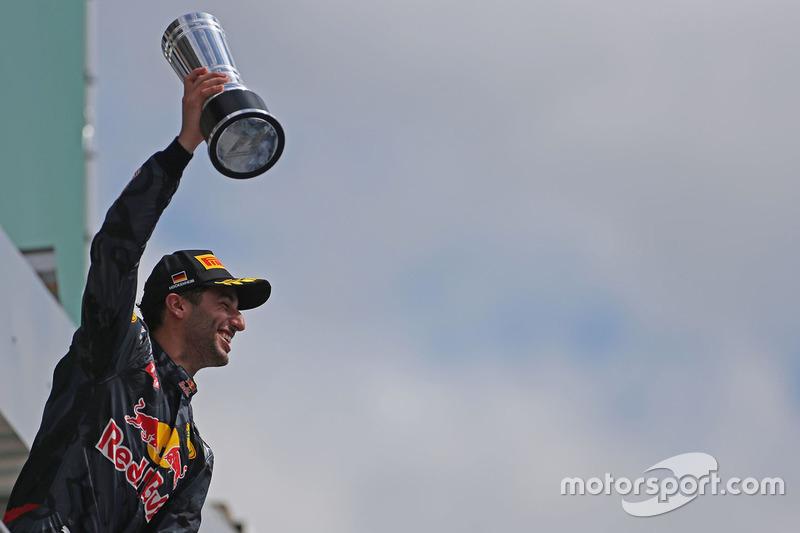 Podio: il secondo classificato Daniel Ricciardo, Red Bull Racing