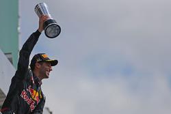 Podium: tweede plaats Daniel Ricciardo, Red Bull Racing