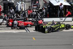 Грем Рейхол, Rahal Letterman Lanigan Racing Honda, Чарлі Кімболл, Chip Ganassi Racing Chevrolet, на піт-стопі