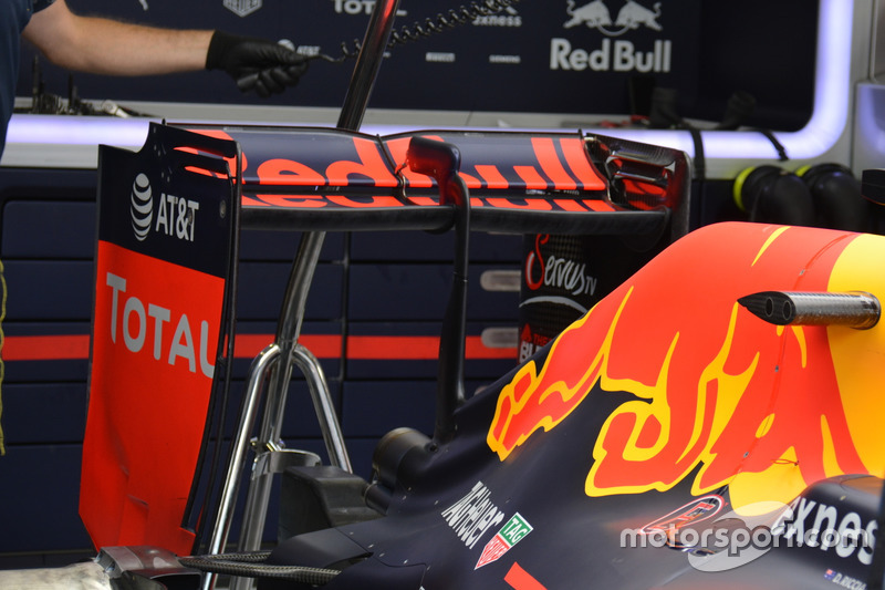 Red Bull Racing RB12, achtervleugel
