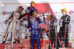 GT300-Podium: Sieger #61 R&D Sport, Subaru BRZ: Takuto Iguchi, Hideki Yamauchi; 2. #31 APR, Toyota Prius GT: Koki Saga, Yuichi Nakayama; 3. #0 Gainer, Nissan GT-R Nismo GT3: Andre Couto, Ryuichiro Tomita