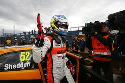Pole: Gordon Shedden, Halfords Yuasa Racing