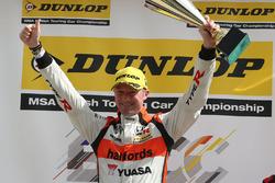 Podyum: 1. Gordon Shedden, Halfords Yuasa Racing
