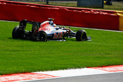 Карлос Сайнс-мол., Scuderia Toro Rosso STR11, схід з дистанції