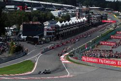 Nico Rosberg, Mercedes AMG F1 W07 Hybrid bij de start van de race