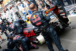 Max Verstappen, Red Bull Racing RB12 in the pits with the race stopped