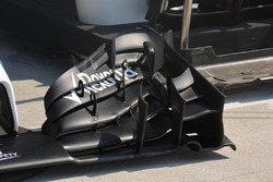 Williams FW38, Front wing detail