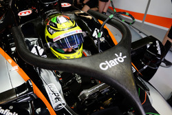 Sergio Perez, Sahara Force India F1 VJM09, con il dispositivo Halo