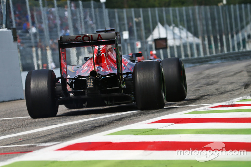 16: Daniil Kvyat, Scuderia Toro Rosso STR11