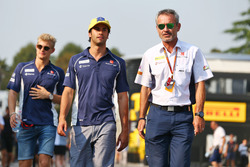 (L to R): Felipe Nasr, Sauber F1 Team with Beat Zehnder, Sauber F1 Team Manager
