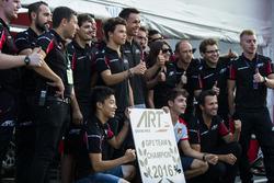 Charles Leclerc, ART Grand Prix; Nirei Fukuzumi, ART Grand Prix; Alexander Albon, ART Grand Prix and Nyck De Vries, ART Grand Prix celebrate with the GP3 ART Grand Prix team de ganar el Campeonato de la GP3 Series equipos