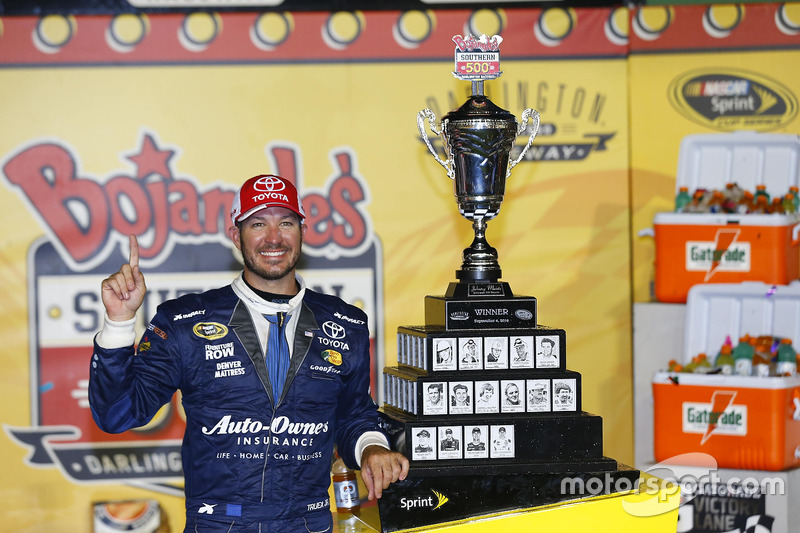 Darlington: Martin Truex Jr. (Furniture-Row-Toyota)
