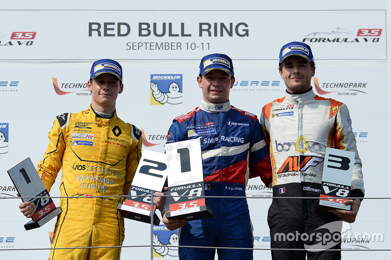 Podium : le vainqueur Matthieu Vaxivière, SMP Racing, le deuxième Louis Deletraz, Fortec Motorsports, le troisième Tom Dillmann, AVF
