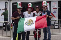 Fans mexicanos con Gabriel Martínez-Abrego, Motomex Team Worldwide Race