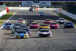 Start: #9 Team Marc VDS, Renault RS01: Markus Palttala, Fabian Schiller, führt