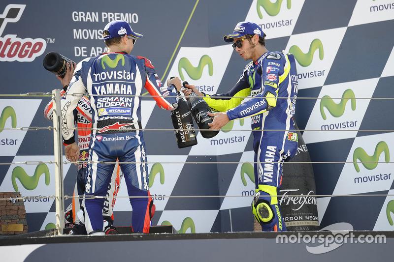 Подіум: Друге місце Хорхе Лоренсо, Yamaha Factory Racing, третє місце Валентино Россі, Yamaha Factory Racing