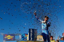 Переможець Кевін Харвік, Stewart-Haas Racing Chevrolet