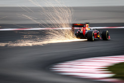 Daniel Ricciardo, Red Bull Racing RB12 fait des étincelles