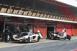 #59 Garage 59, McLaren 650S GT3: Martin Plowman, Andrew Watson, #58 Garage 59, McLaren 650S GT3: Rob Bell, Alvaro Parente