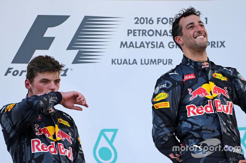 Podio: segundo lugar Max Verstappen, Red Bull Racing y el ganador de la carrera Daniel Ricciardo, Red Bull Racing