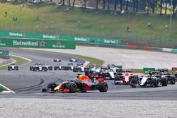 Daniel Ricciardo, Red Bull Racing RB12 alla partenza della gara
