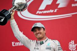 Ніко Росберг, Mercedes AMG F1 святкує перемогу на подіумі