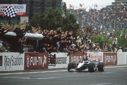 Mika Hakkinen, McLaren Mercedes take the win and World Championship