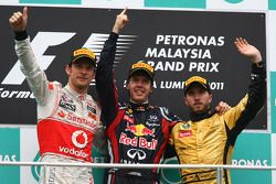Podium: Sieger Sebastian Vettel, Red Bull Racing; 2. Jenson Button, McLaren Mercedes; 3. Nick Heidfe
