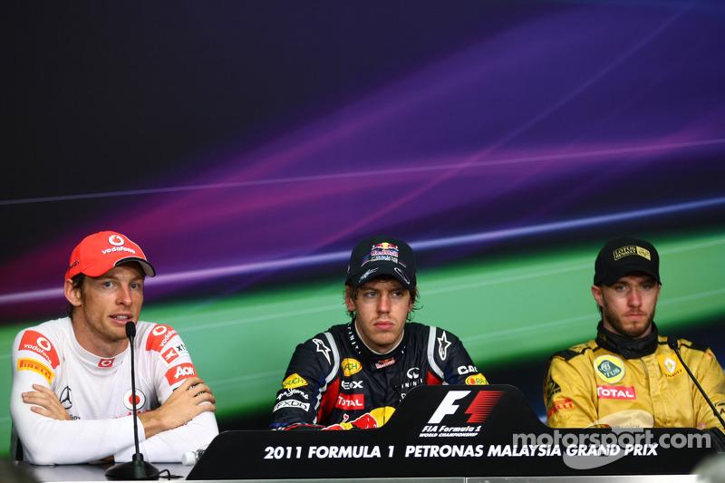Yarış sonrası basın toplantısı: Yarış galibi Sebastian Vettel, Red Bull Racing, 2. Jenson Button, Mc