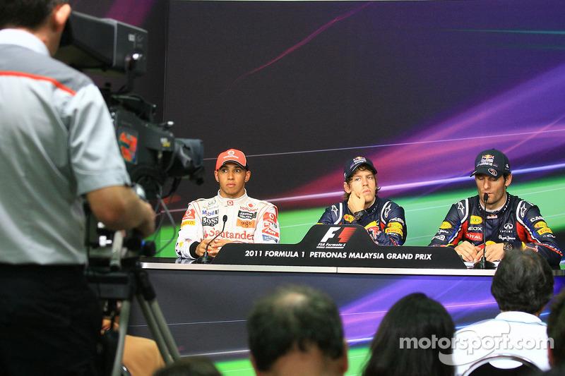 basın toplantısı: Pole: Kazanan Sebastian Vettel, Red Bull Racing, 2. Lewis Hamilton, McLaren Merce