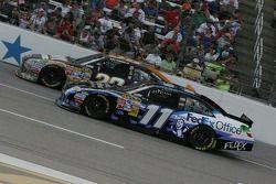 Ryan Newman, Stewart-Haas Racing Chevrolet, y Denny Hamlin, Joe Gibbs Racing Toyota